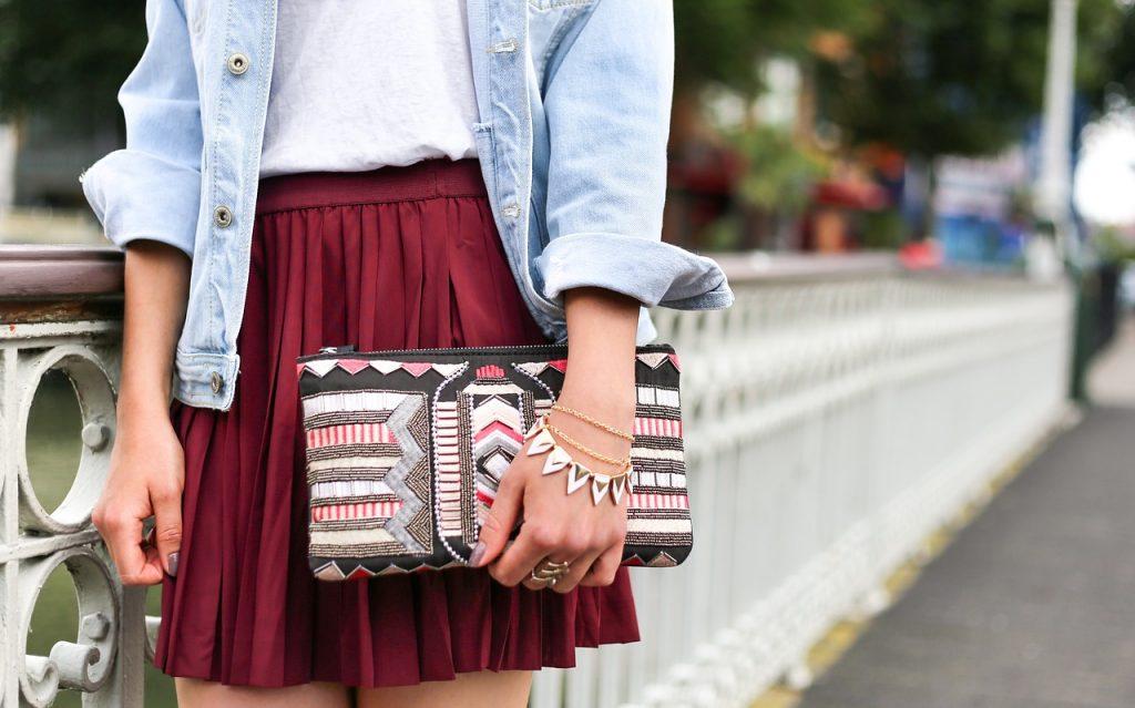 Hoe combineer je jouw tas bij een outfit?